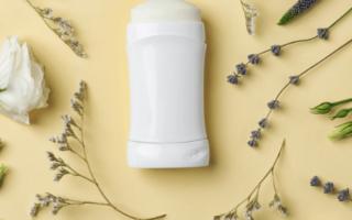 Afbeelding van een deodorant met lavendel eromheen